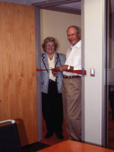 Sally and John Beals cutting ribbon